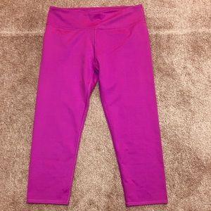 NWT Fabletics Salar capri athletic leggings